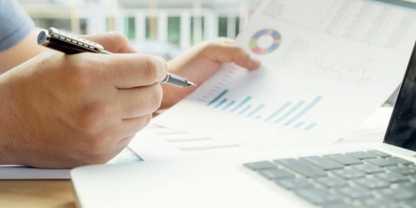 earnings-funds-quotes-hand-profits-accountant